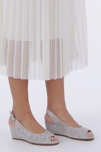Sandały Casu na koturnie z nubuku na średnim obcasie