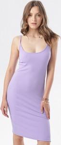 Fioletowa sukienka born2be na ramiączkach dopasowana w stylu casual