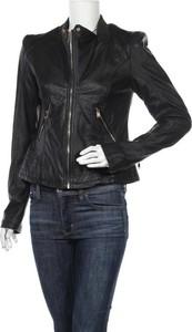 Czarna kurtka Amisu ze skóry w stylu casual krótka