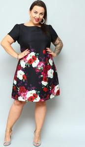 Sukienka KARKO z krótkim rękawem w stylu casual
