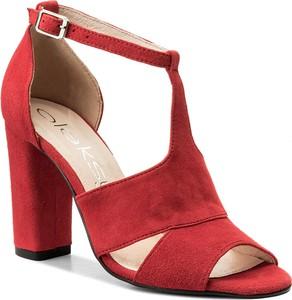 b668178d Czerwone sandały oleksy z klamrami w stylu casual na obcasie