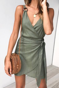 Zielona sukienka Ivet.pl mini kopertowa bez rękawów