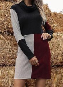 Sukienka Cikelly mini dopasowana z okrągłym dekoltem
