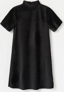 Czarna sukienka dziewczęca Reserved
