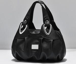 Czarna torebka Sandbella ze skóry do ręki