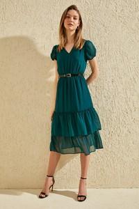 Zielona sukienka Trendyol midi z krótkim rękawem