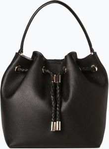 Czarna torebka DKNY ze skóry w wakacyjnym stylu