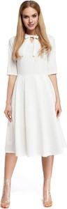 Sukienka Made Of Emotion z żabotem z długim rękawem midi