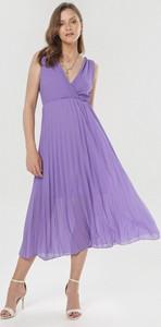 Fioletowa sukienka born2be z dekoltem w kształcie litery v bez rękawów
