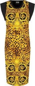 Żółta sukienka Versace Jeans z okrągłym dekoltem w stylu casual