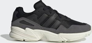 Czarne buty sportowe Adidas sznurowane z zamszu w street stylu