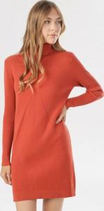 Pomarańczowa sukienka born2be z długim rękawem z golfem mini