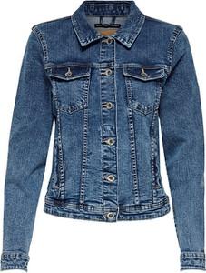 Niebieska kurtka Only w młodzieżowym stylu krótka
