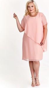 Różowa sukienka Fokus oversize z okrągłym dekoltem z bawełny