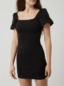 Czarna sukienka Guess z okrągłym dekoltem z krótkim rękawem