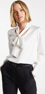 Bluzka Monnari w stylu casual z dekoltem w kształcie litery v