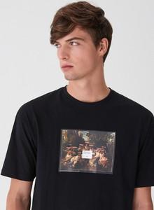 Czarny t-shirt House z krótkim rękawem z nadrukiem