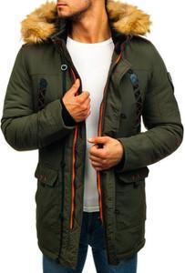 Zielona kurtka Denley w street stylu