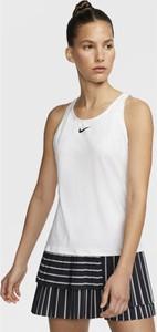 T-shirt Nike w sportowym stylu z okrągłym dekoltem