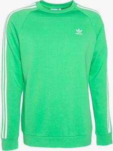 Zielona bluza Adidas w sportowym stylu