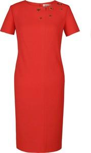 Czerwona sukienka Fokus z okrągłym dekoltem z krótkim rękawem ołówkowa