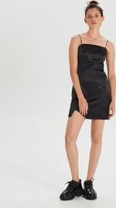 Czarna sukienka Cropp na ramiączkach mini
