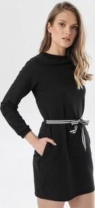 Czarna sukienka born2be z okrągłym dekoltem mini