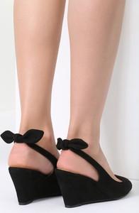 Sandały renee w stylu casual z zamszu na koturnie