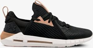 Czarne buty sportowe Under Armour w sportowym stylu
