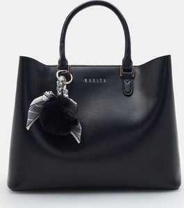 Czarna torebka Mohito z breloczkiem duża do ręki
