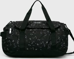 Czarna torba sportowa Dakine w sportowym stylu