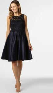 Sukienka Vera Mont Collection z okrągłym dekoltem bez rękawów z satyny