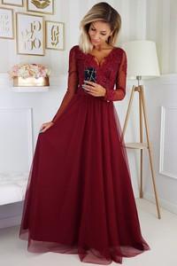 Czerwona sukienka omnido.pl z tiulu rozkloszowana