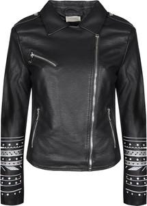 Czarna kurtka ubierzsie.com krótka w rockowym stylu
