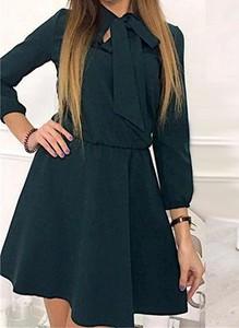 Zielona sukienka Arilook w stylu casual z długim rękawem