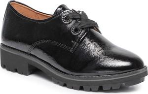 Czarne półbuty Caprice sznurowane w stylu casual