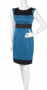 Niebieska sukienka Roz & Ali z okrągłym dekoltem mini bez rękawów