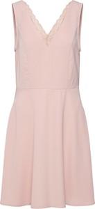 Różowa sukienka Vero Moda bez rękawów
