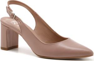 Różowe sandały Ryłko z klamrami