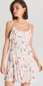 Różowa sukienka Cropp mini w stylu casual z okrągłym dekoltem