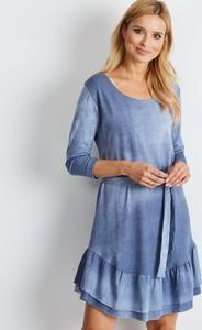 Niebieska sukienka Sheandher.pl w stylu casual z okrągłym dekoltem