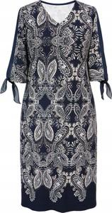 Sukienka Inna prosta z długim rękawem w stylu casual