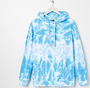 Bluza Sinsay w młodzieżowym stylu