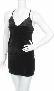 Czarna sukienka Bu-zz mini z dekoltem w kształcie litery v