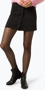 Czarna spódnica Review w street stylu