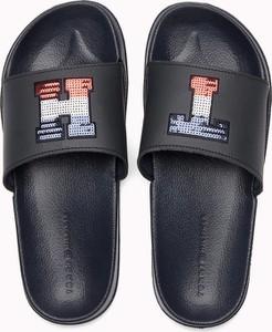 Czarne klapki Tommy Hilfiger w stylu casual