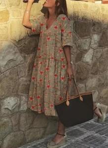 Sukienka Cikelly w stylu casual z dekoltem w kształcie litery v midi