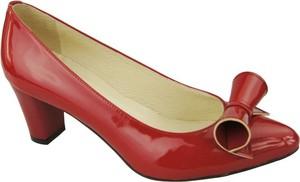 Czerwone czółenka Jankobut na średnim obcasie w stylu glamour na obcasie