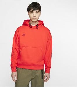 Pomarańczowa bluza Nike w młodzieżowym stylu