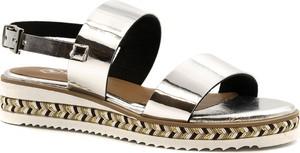 Srebrne sandały Neścior na platformie ze skóry w stylu casual